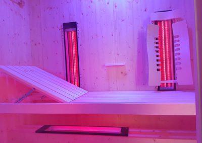 Liegekabine_gerade_Liege Tiefenwärmestrahler Rotlichtstrahler Saunabau Sauna Saunahersteller